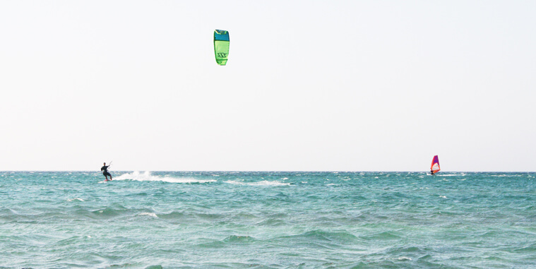Kitesurfing and Windsurfing at the same spot