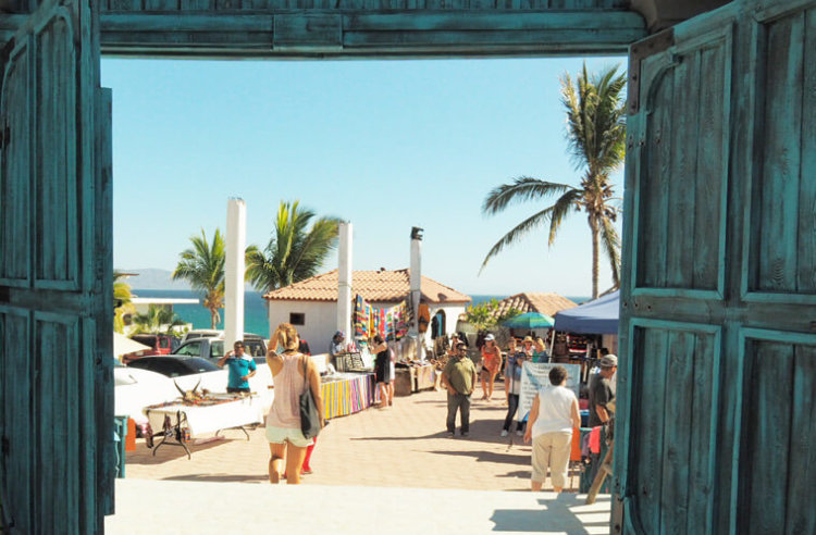 The entrance to the weekly farmer's market in La Ventana.