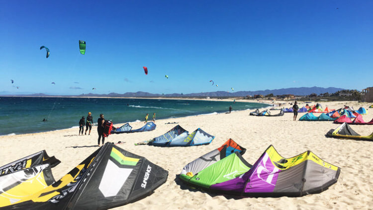 A regular day on the La Ventana kitebeach.