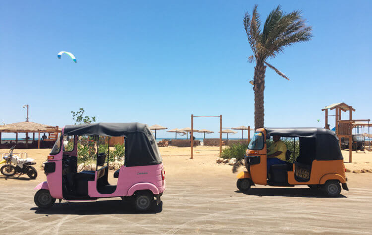 The best way to get to the kite spot in El Gouna – with a Tuk Tuk