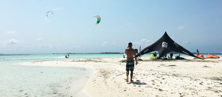 The best kitesurf trip: shredding on Saki Saki in Los Roques, Venezuela