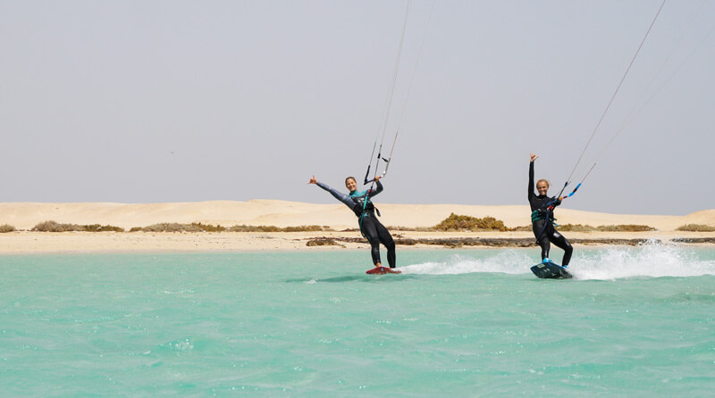 Shredding with Agata Dobrzynska during the kitesurf safari in Egypt
