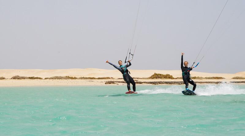 Shredding with Agata Dobrzynska during the kitesurf safari in Egypt