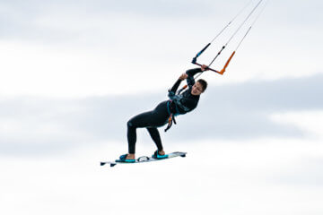 Kitesurf girls and kiteboarding women: the best kite guide for women who rip