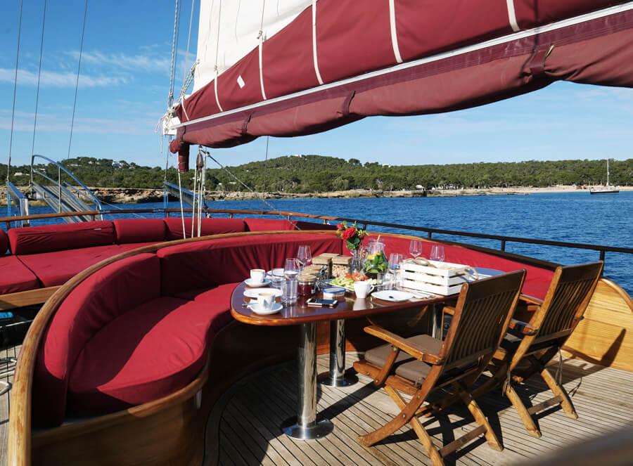 Ibiza kitesurf cruise experience – the luxury yacht